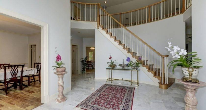 Beautiful Fairfax Single Home Sale