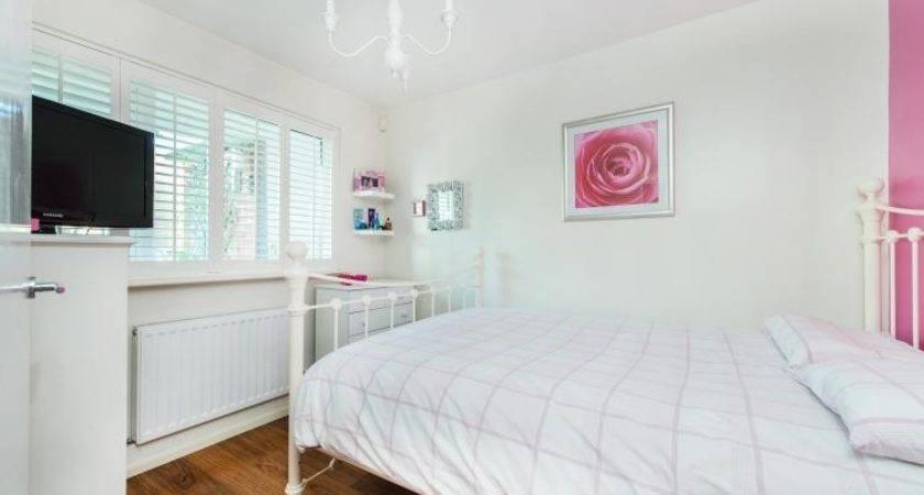 Bedroom Maisonette Sale Carston Close London