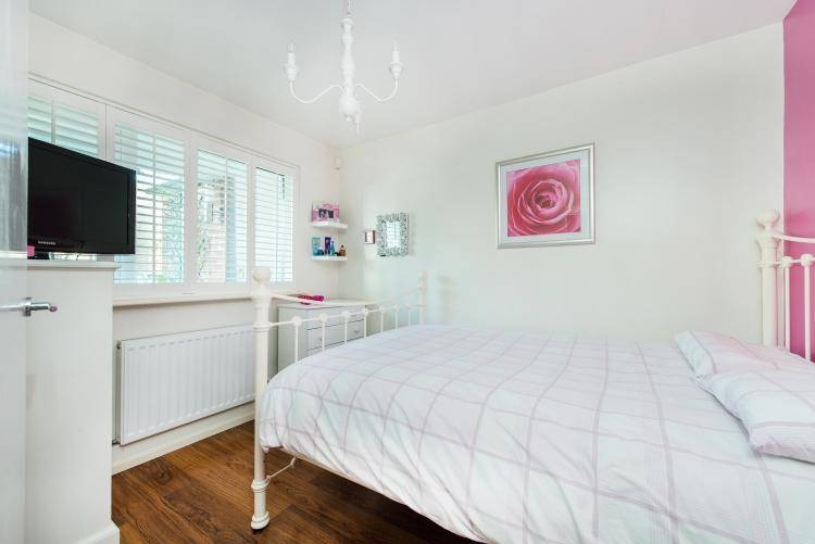 Bedroom Maisonette Sale Carston Close London