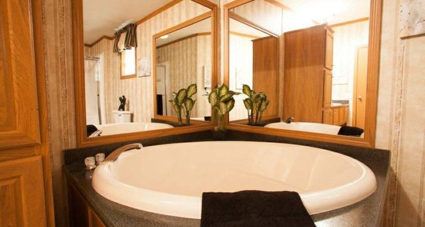 Colony Homes Eastland Ranch Soaker Tub