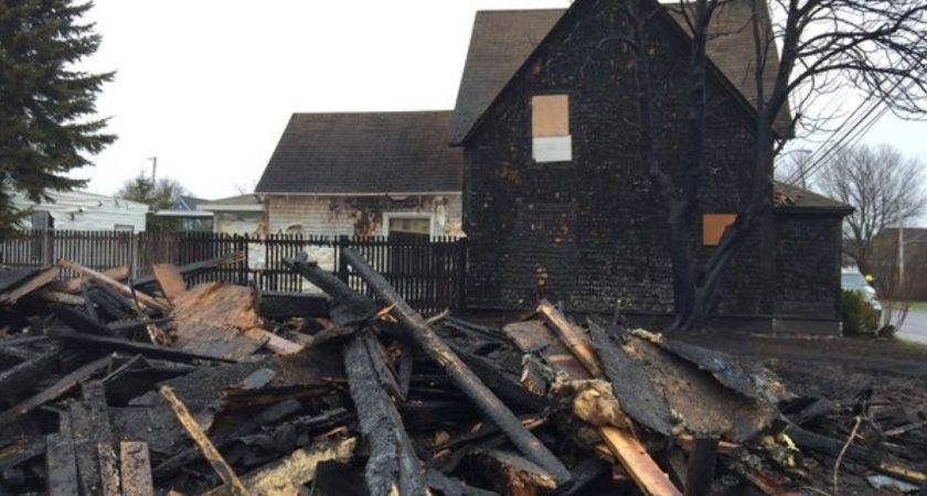 Fire Abandoned House Damages Nearby Homes Nova Scotia Cbc News