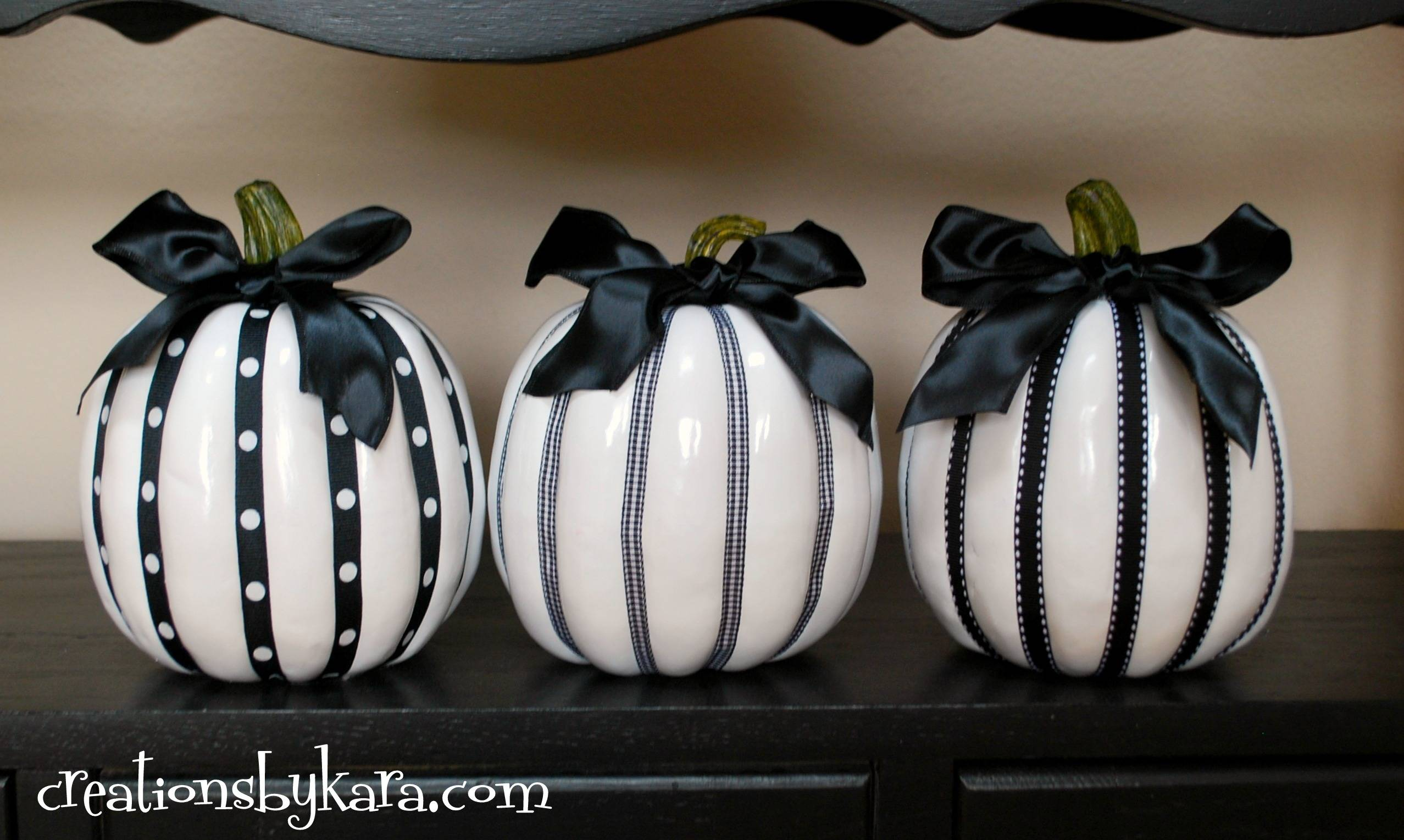 Halloween Decor Black White Pumpkins Recipe Cat
