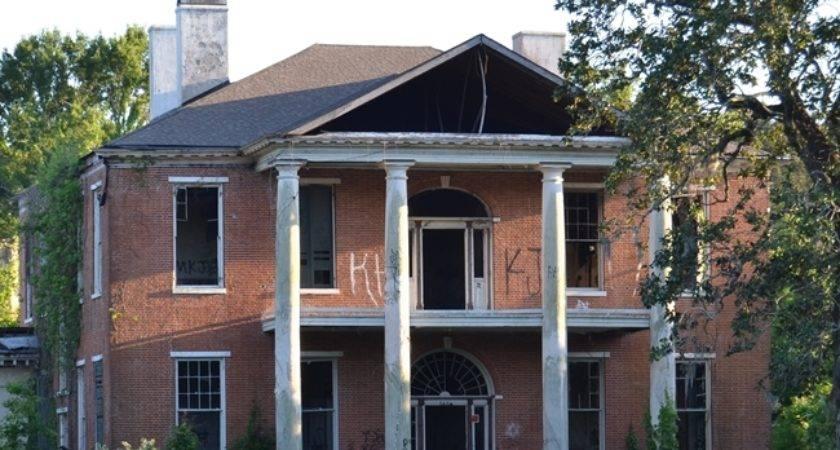 Historic Arlington Home Raccoons Now