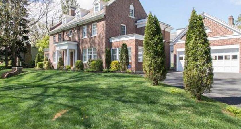 Modern Colonial Mount Vernon Real Estate