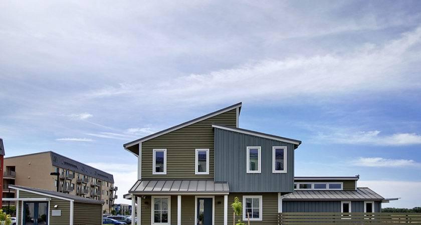 Modern Energy Efficient Smart Home Dwell