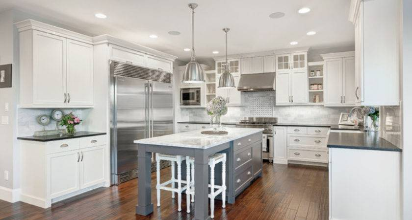 Nantucket Show Home Traditional Kitchen