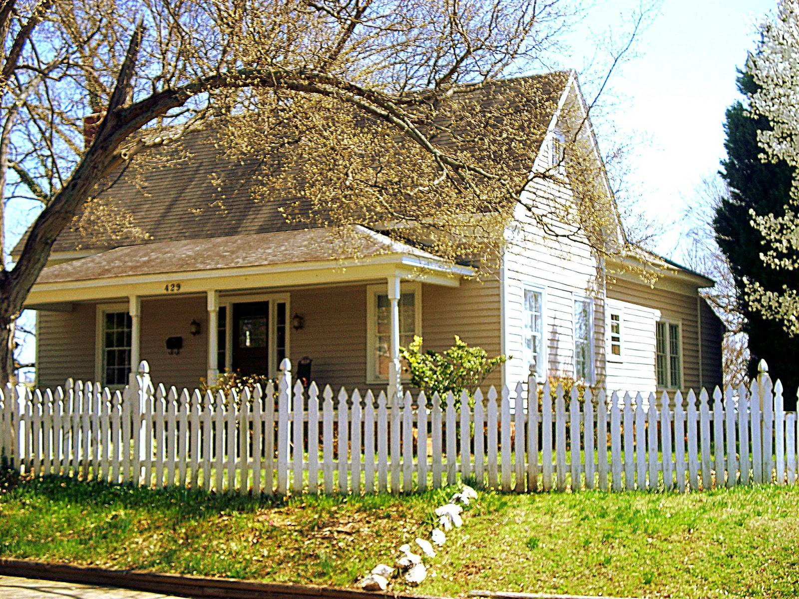 North Carolina Real Estate Spacious Historic Cottage Sale