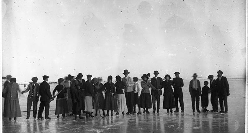 Pogphotoarchives Large Group Ice Skates Historical Times