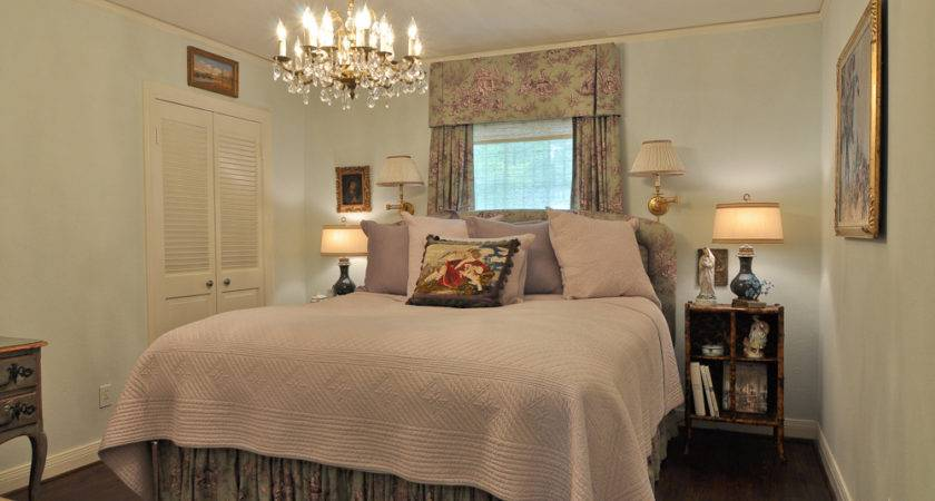 Tips Decorating Small Bedroom Master