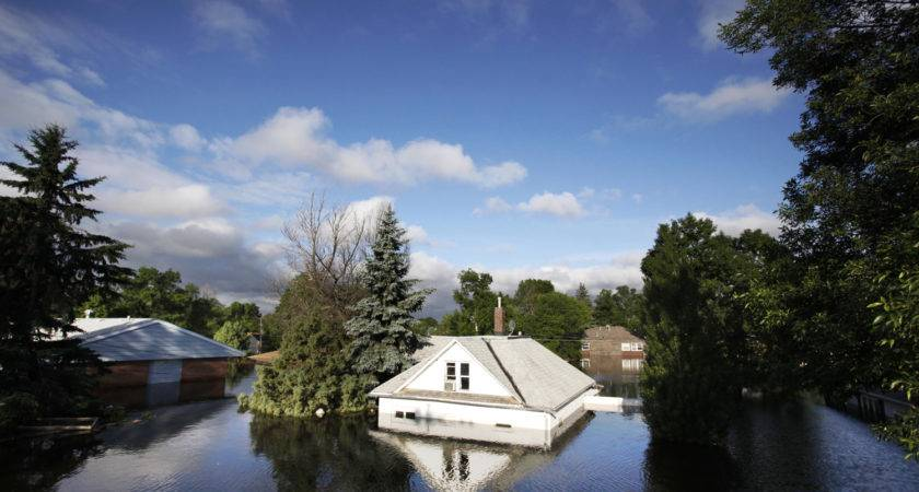 War Zone Thousands Homes Submerged Town Photos