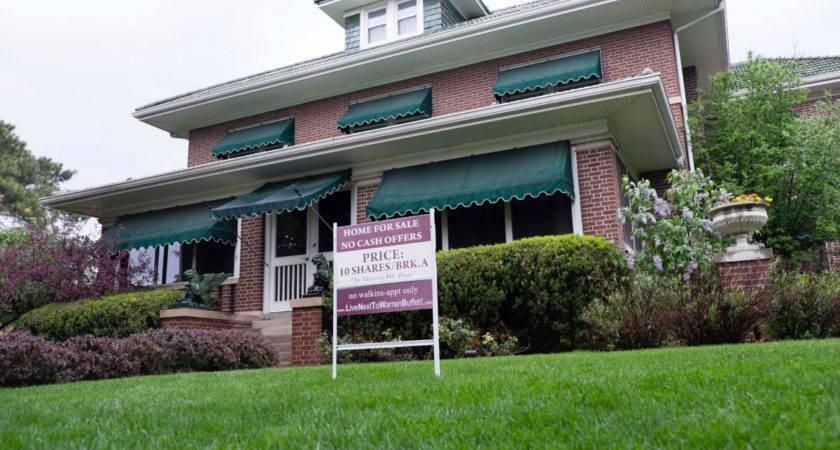 Warren Buffet Neighbors Selling House Berkshire