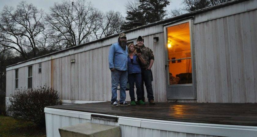 Warren Buffett Mobile Home Empire Preys Poor